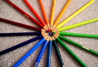 七彩铅笔图片